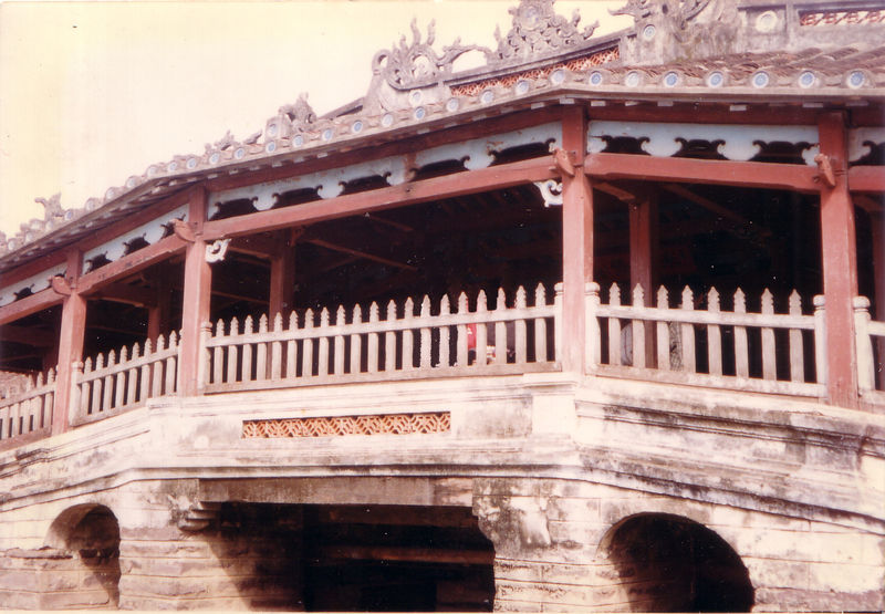 Dáng vẻ cổ xưa của Chùa Cầu