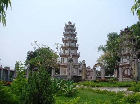 Tháp đôi chùa Chúc Thánh
