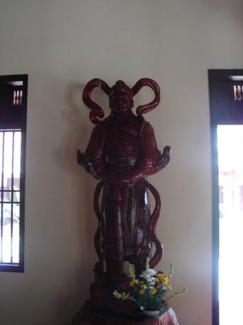 Bức tượng thánh bằng gỗ