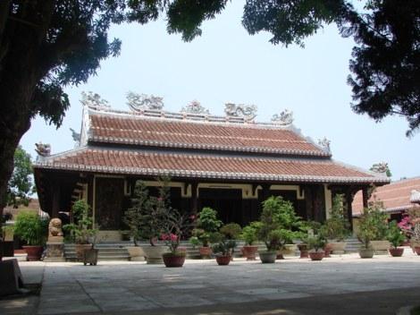 Chính điện chùa Lâm Tế Chúc Thánh
