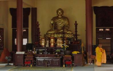 Khu bàn thờ Phật Tổ chùa Cổ Lâm