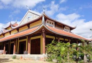 Một công trình xây dựng chùa đang hoàn thiện