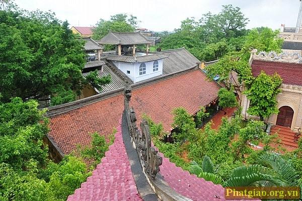 Một vài góc kiến trúc chùa Cổ Lễ nhìn từ gác mái tầng 3 của tháp chuông