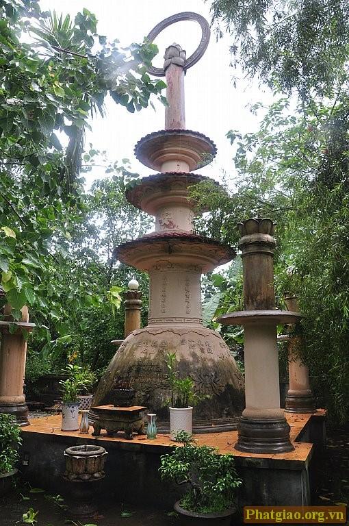 Bảo tháp cố Đại lão Hòa Thượng Thích Thuận Đức