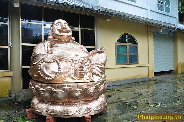 Tôn tượng đức Phật Di Lặc mới hoàn thành