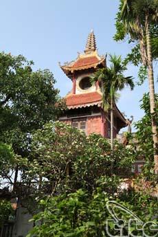 Khu vườn tháp của chùa bao gồm 11 tháp được xây bằng đá và gạch