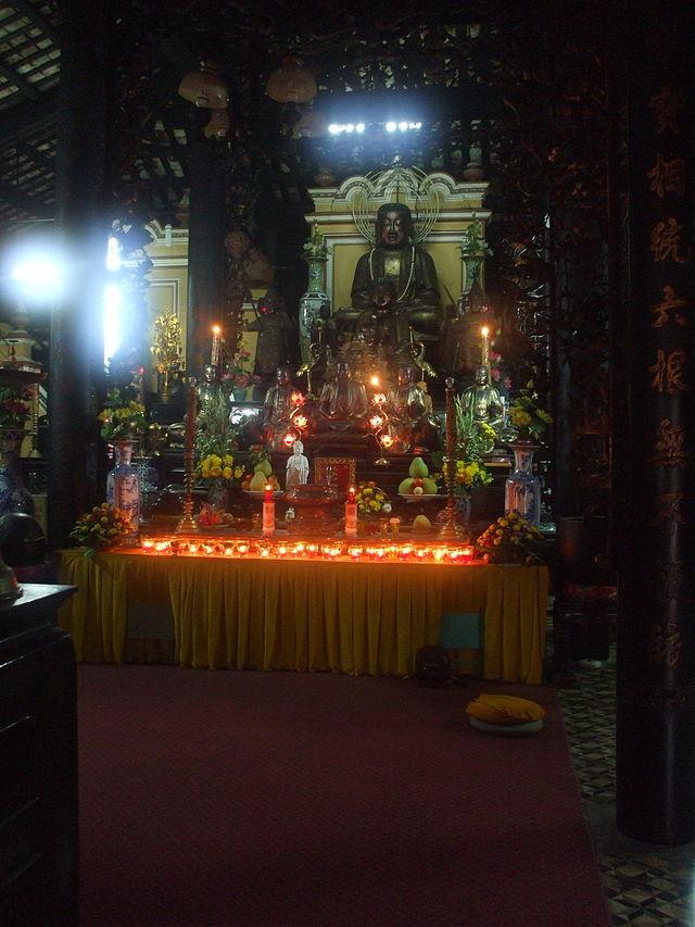 Bàn thờ Tổ chùa Giac Lâm