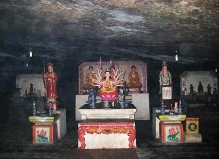 Bàn thờ Phật đạt ma và 3 vị tiền hiền đã khẩn hoang xây dựng huyện đảo Lý Sơn