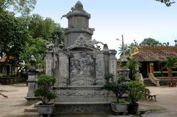 Tháp tổ Từ Vân