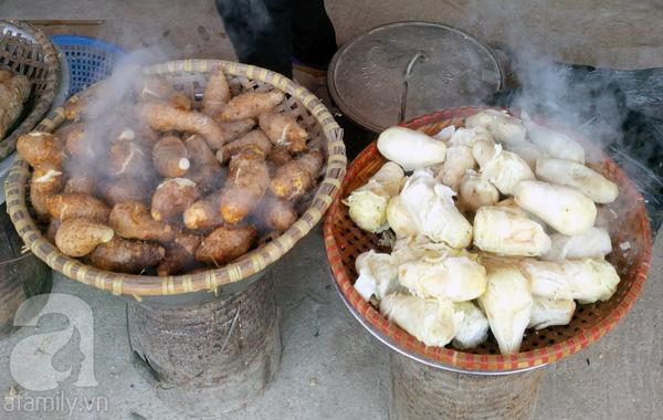 Đặc sản chùa Hương - củ mài luộc.
