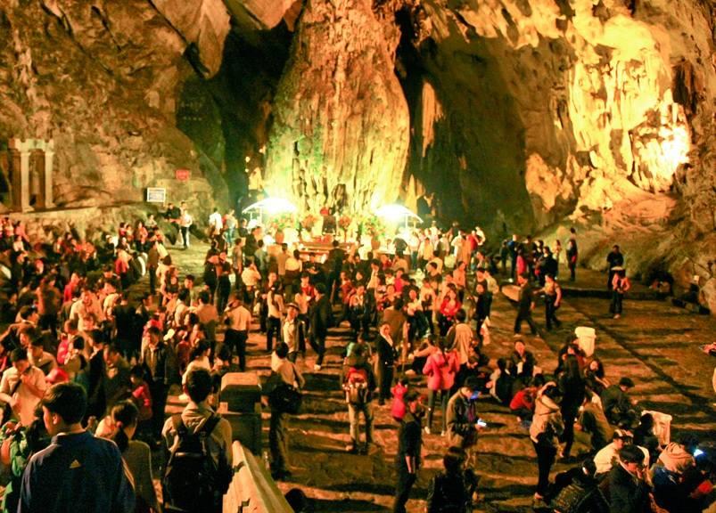 Động Hương Tích - Điểm linh thiêng nhất ở Chùa Hương.