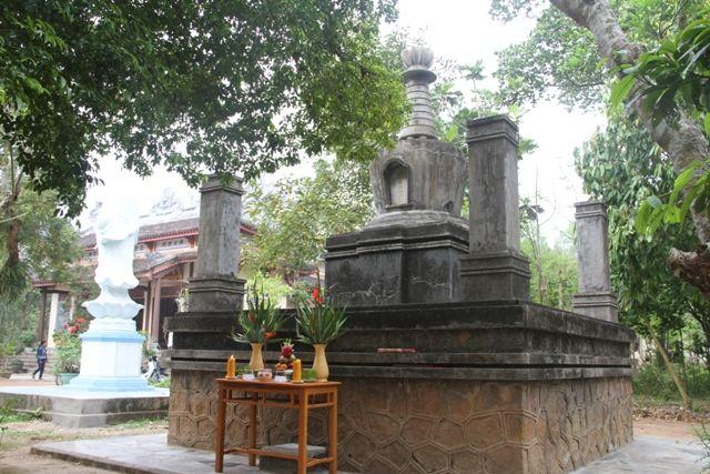 bảo tháp  Hòa thượng Trí Thuyên