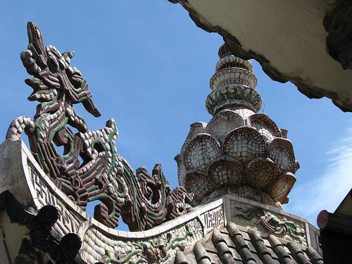 Tượng Rồng được trang trí trên mái chùa