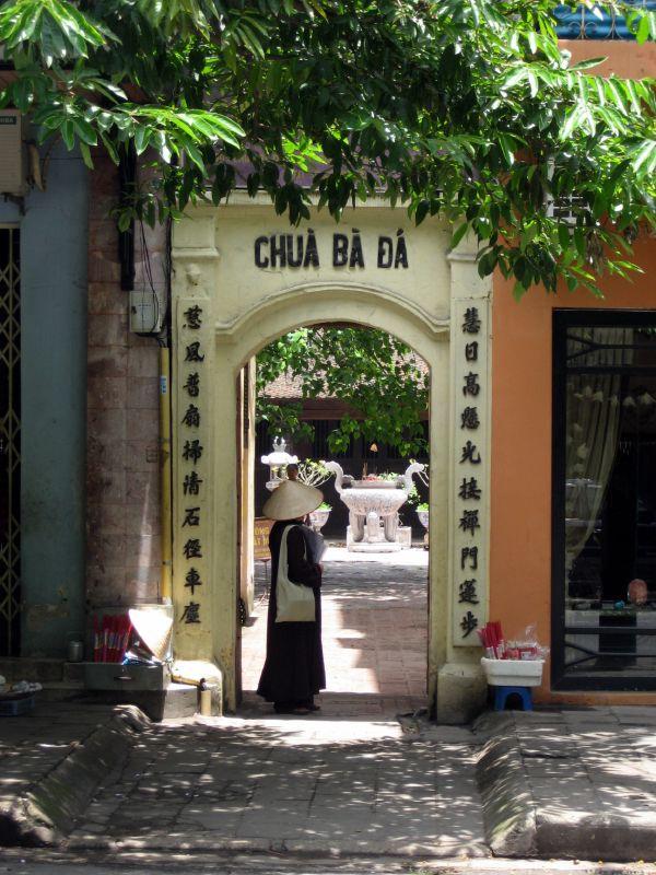 http://media.dulich24.com.vn/diemden/chua-linh-quang-ba-da-3553/chua-linh-quang-ba-da-1.jpg