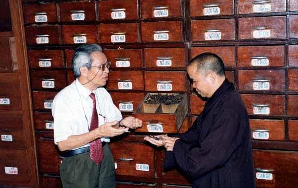 Giáo sư Đỗ Tất Lợi giới thiệu các vị thuốc Nam tại Tuệ Tĩnh đường