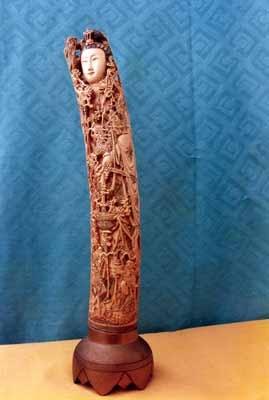 Tượng Bồ tát Quan Âm (bằng ngà)