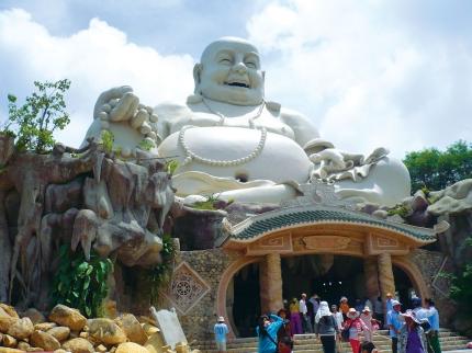 Tượng Phật Di Lặc trên Núi Cấm.