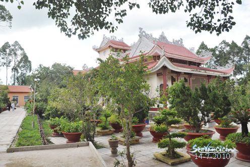 Khu sân vườn chùa Phước Lâm