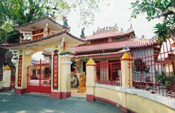 Cổng chùa - 2003