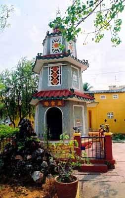 Tháp Tam Bảo