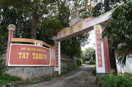 Cổng chùa Tây Tạng