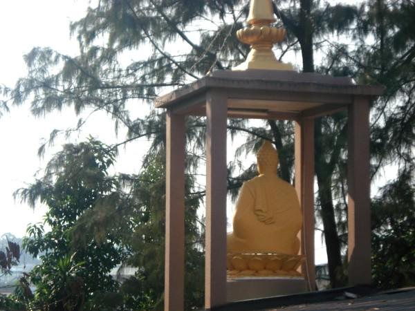 Tượng Phật trên Bảo tháp