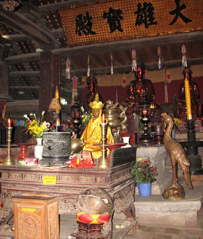 Tượng phật được thờ trong chùa