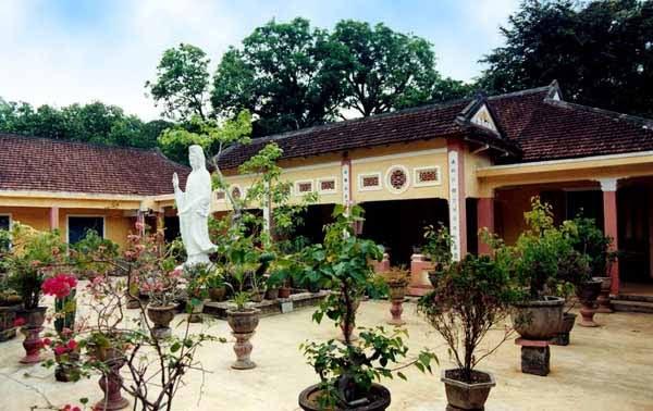 Sân trong chùa