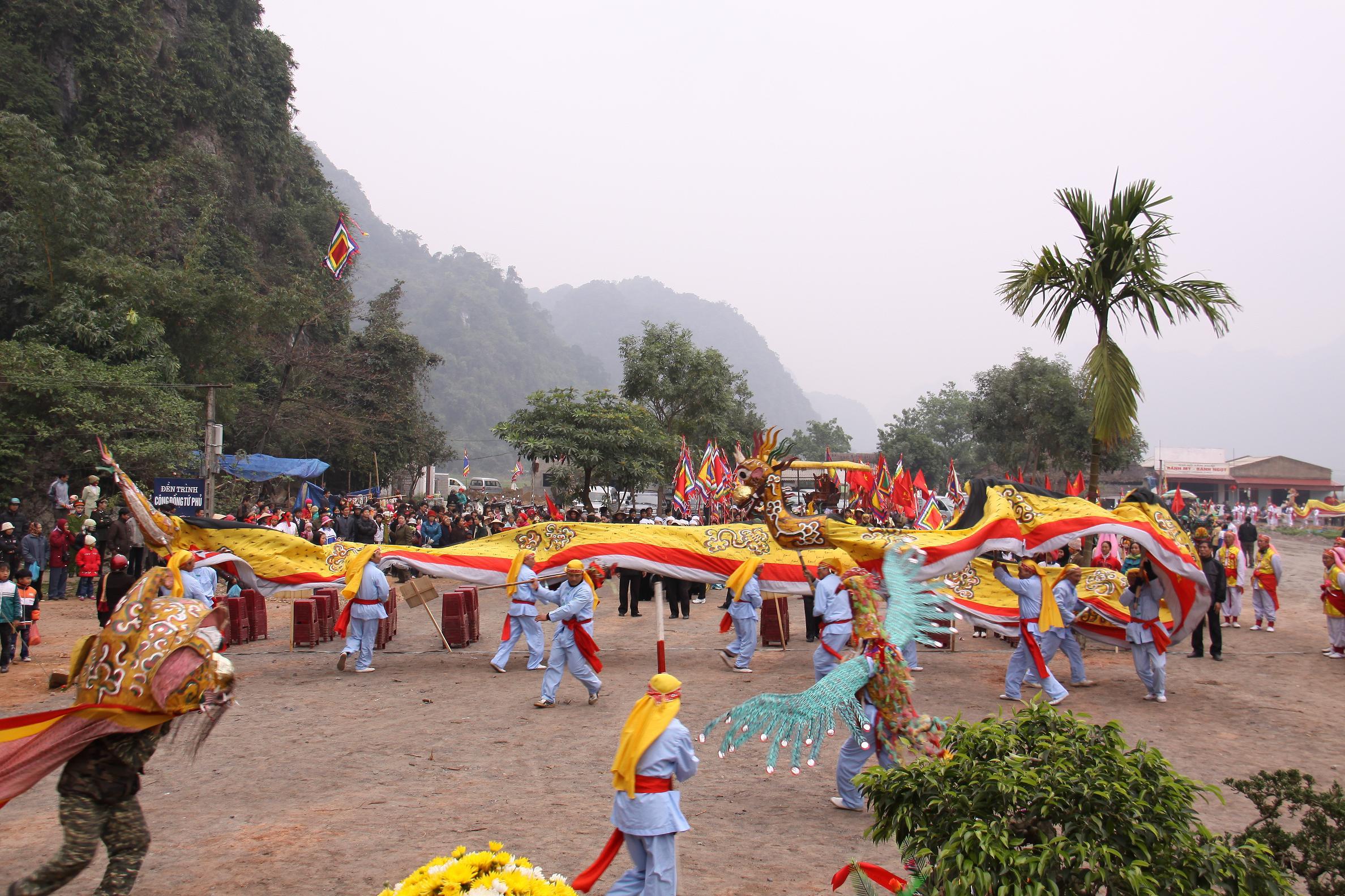 Lễ khai hội Chùa Tiên.