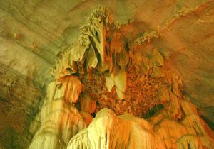 Thánh tản là một trong bốn vị thần được nhân dân Việt Nam tôn là tứ bất tử của đất nước