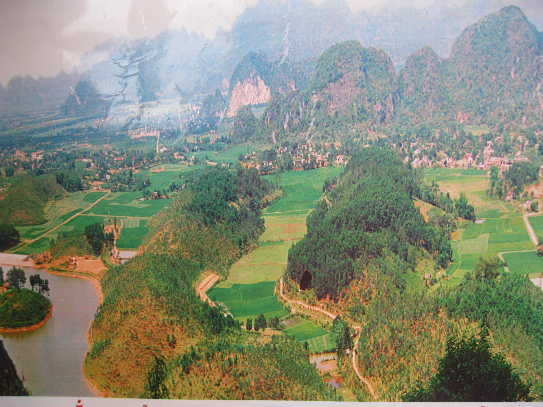 Toàn cảnh khu danh lam thắng cảnh động Tiên - xã Phú Lão.