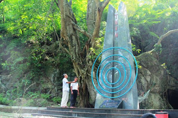 Biểu tượng lưu niệm đài tiếng nói Việt Nam được lưu giữ trong quần thể.