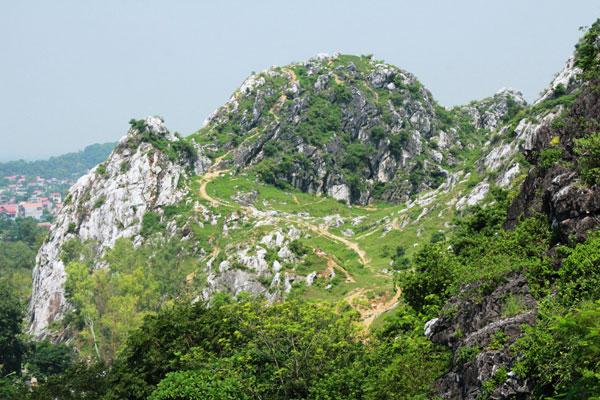 Núi Trầm.