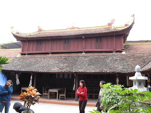 Mái chùa cong vút nhuốm màu thời gian