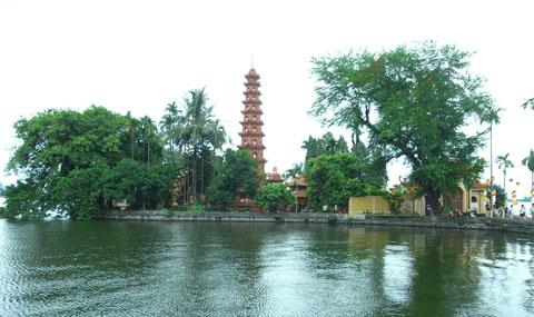 Cảnh chùa tươi xanh giữa mùa hè