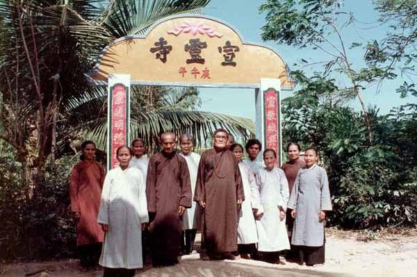 Cổng chùa - 1989