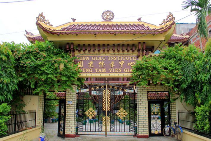 Cổng chùa Viên Giác