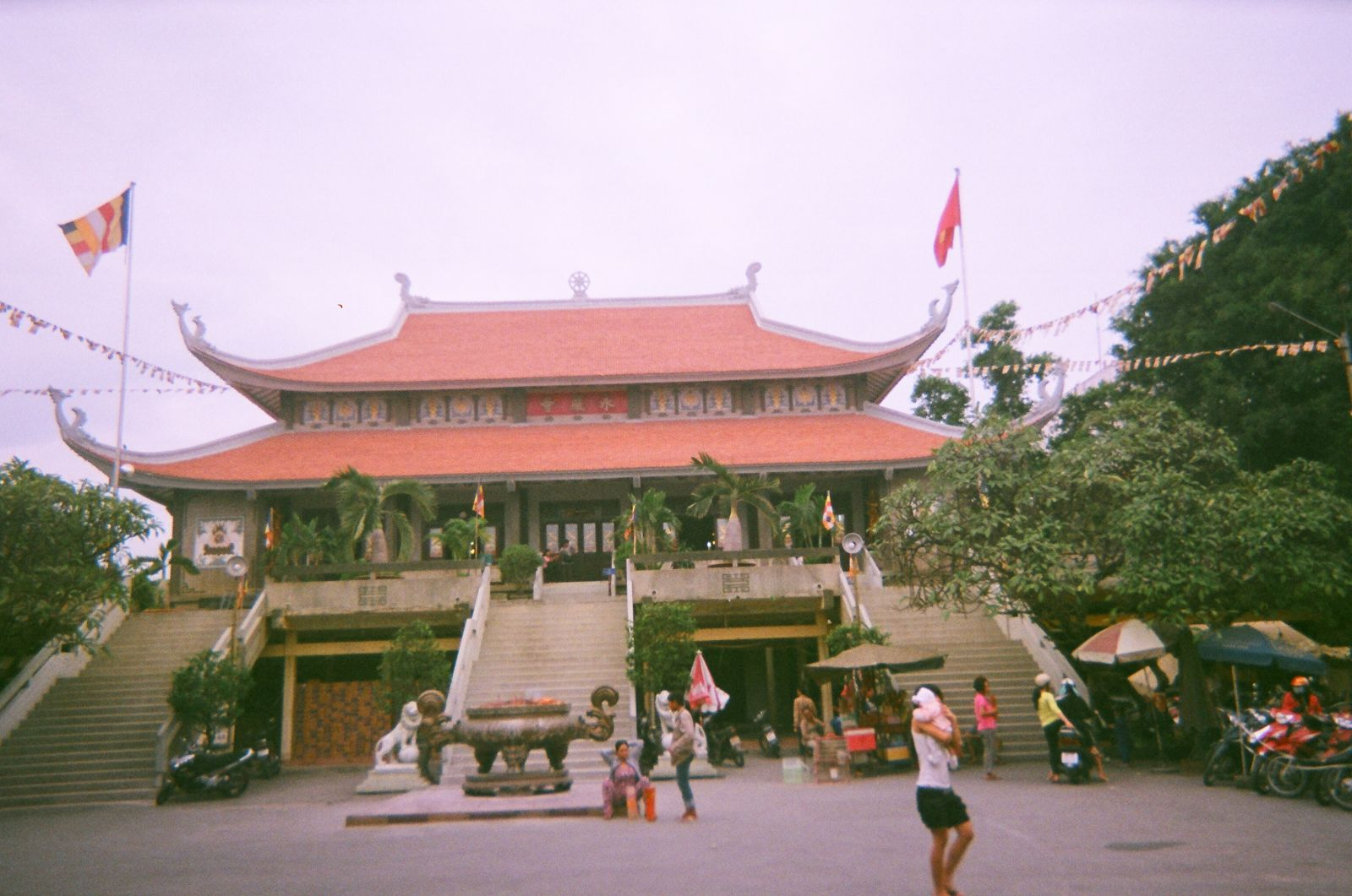 Vĩnh Nghiêm là ngôi chùa theo dòng phái Đại Thừa