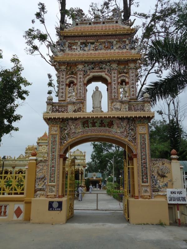 Vẻ đẹp cổ kính của cổng Tam Quan...