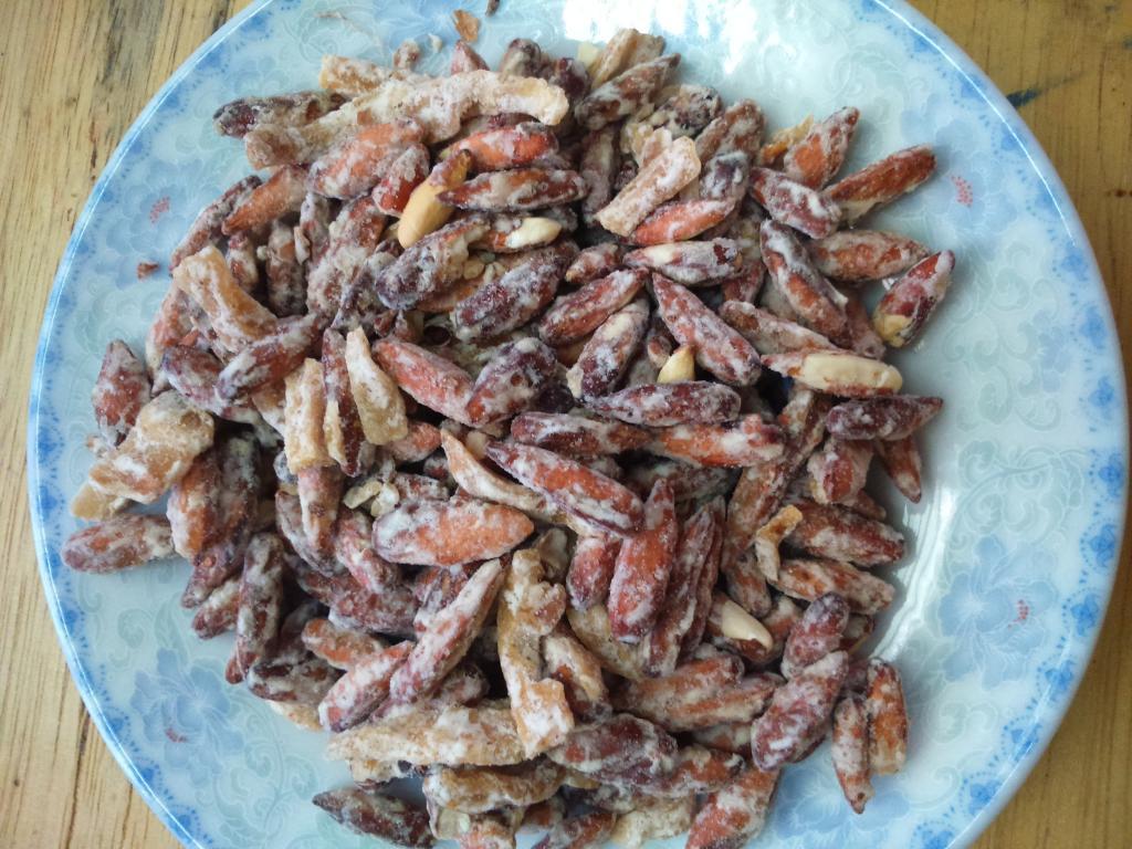 Mứt hạt bàng - Món ngon tại Côn Đảo.