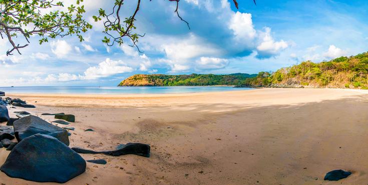 Tắm biển tại bãi biển Đầm Trầu