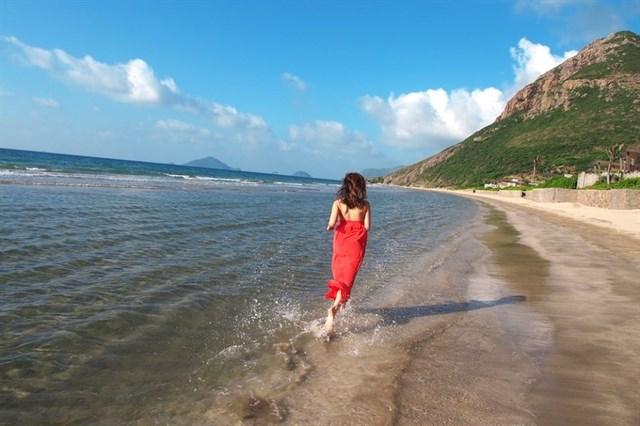 Tắm biển ở Côn Đảo.