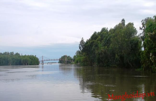 Cồn Tiên nằm trên sông Hàm Luông