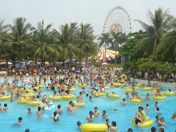 Công viên luôn đông đúc trong những ngày nóng nực