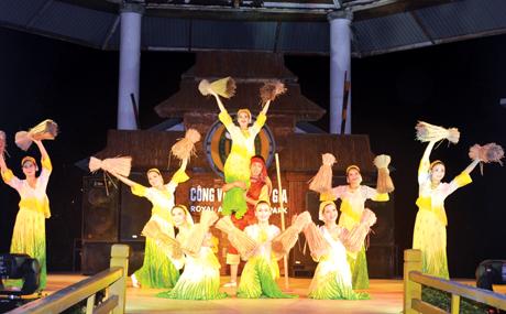 Sân khấu biểu diễn ca múa nhạc dân tộc