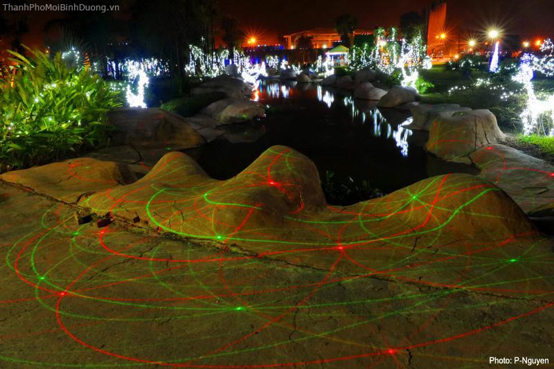 Công viên Thành Phố Mới Bình Dương đêm Noel