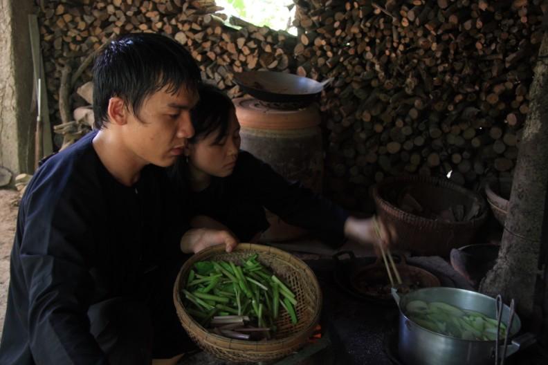 Du khách có thể tự tay chế biến các món ăn