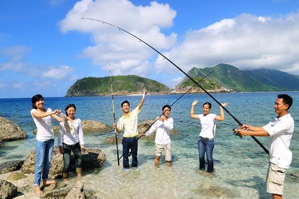 Lịch trình tham khảo, ngày 2: Đi câu cá và tham quan các đảo nhỏ.