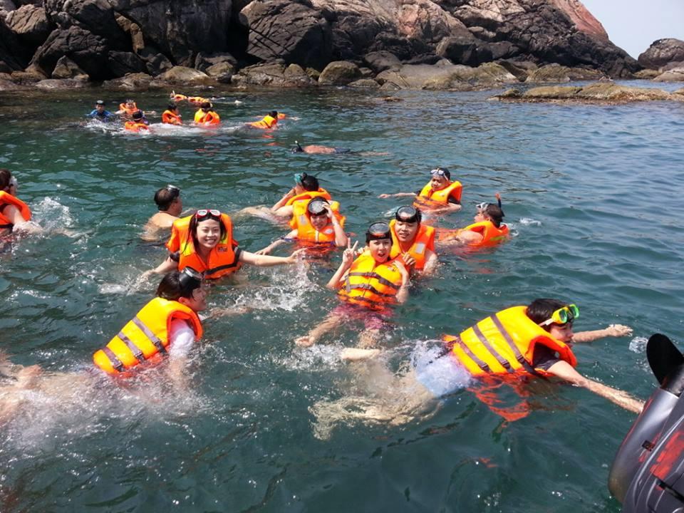 Đến Cù lao chàm vào mùa hè để tận hưởng làn nước biển mát lịm, trong vắt.
