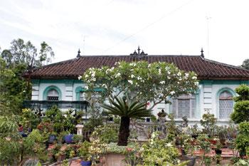 Một ngôi nhà cổ có kiến trúc khá tiêu biểu được giữ gần như nguyên vẹn ở cù lao Giêng
